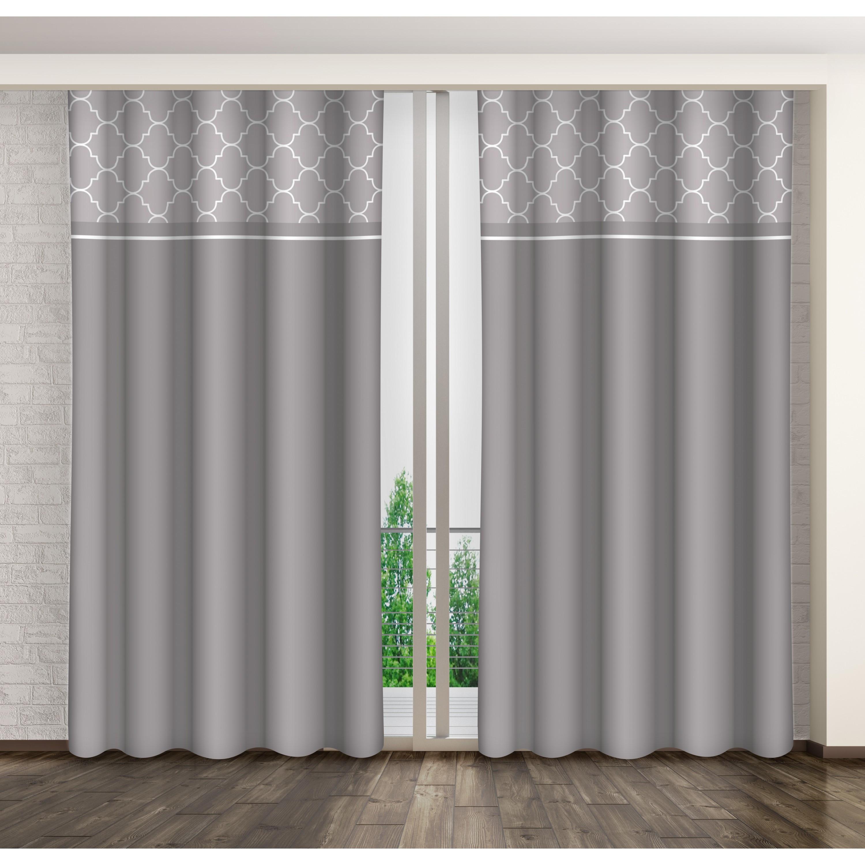 Dekorační závěs šedé barvy s geometrickým motivem