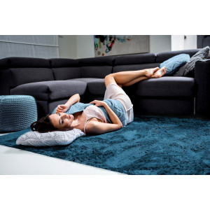 Tmavě modrý plyšový koberec 120x170 cm