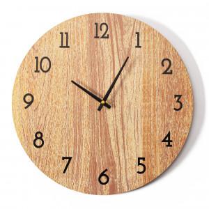 Klasické dřevěné nástěnné hodiny do ložnice