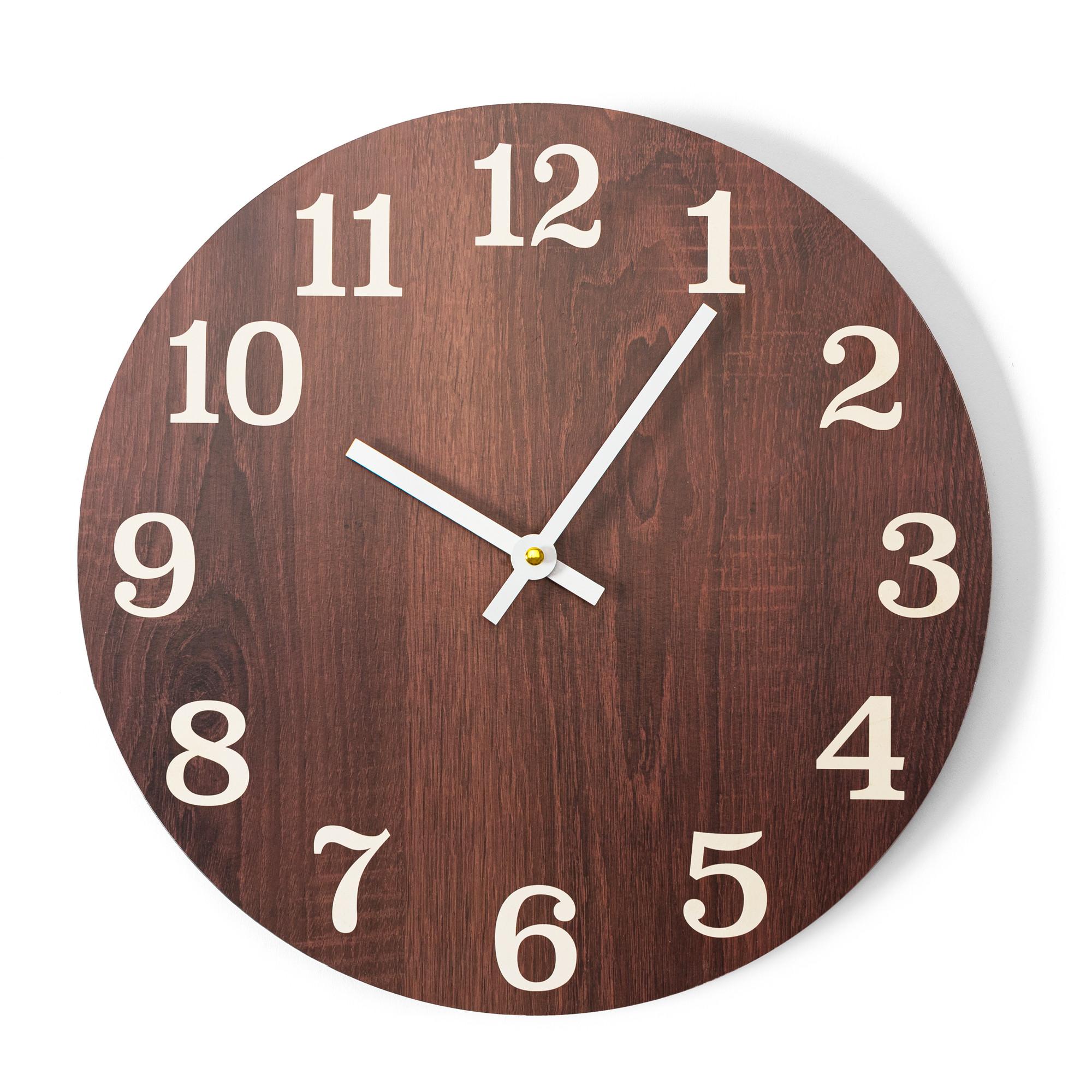 Elegantní nástěnné hodiny hnědé barvy