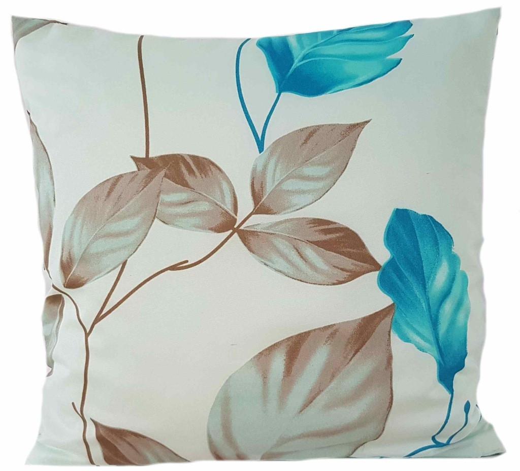Slabě modrý povlak s krásným květem