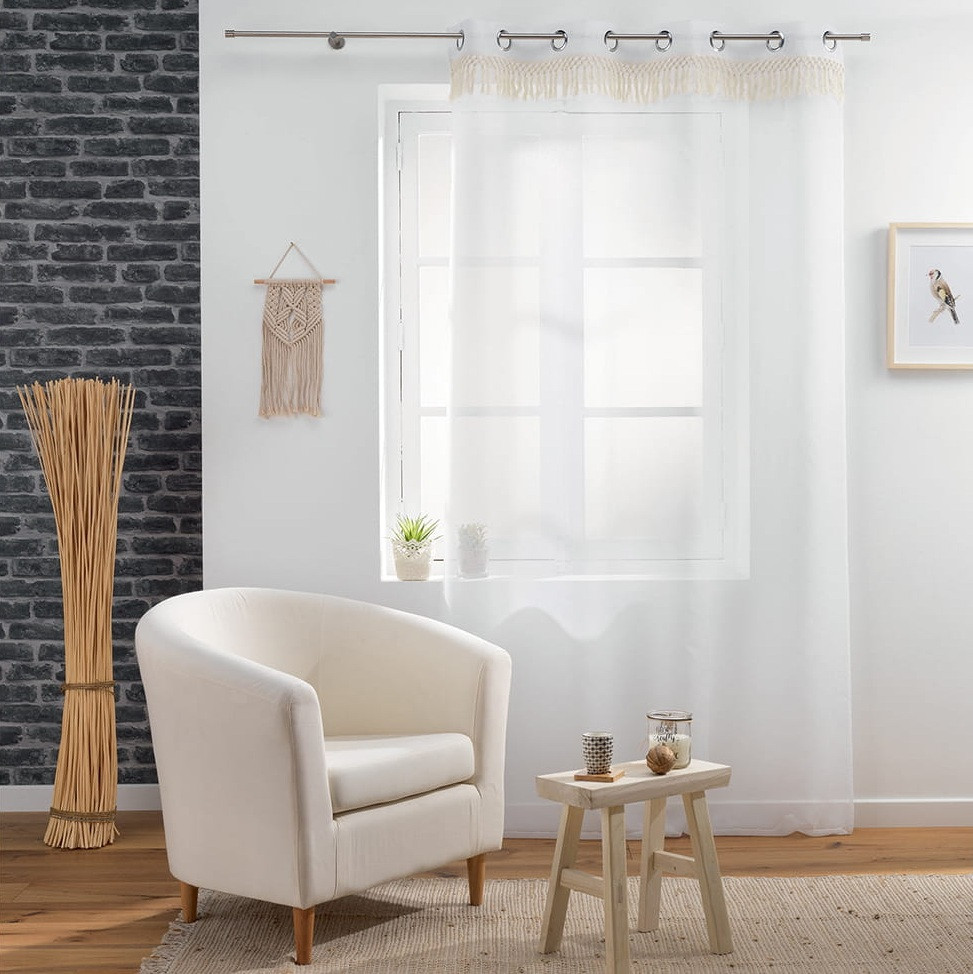 Bílá záclona na kruhy s třásněmi 140 x 280 cm