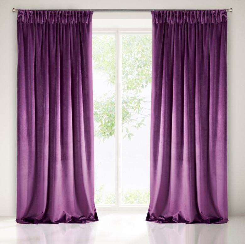 Módní královsky fialové závěsy do pokoje
