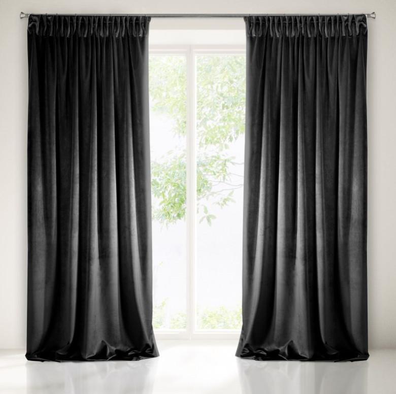 Pokojové stínící závěsy v černé barvě