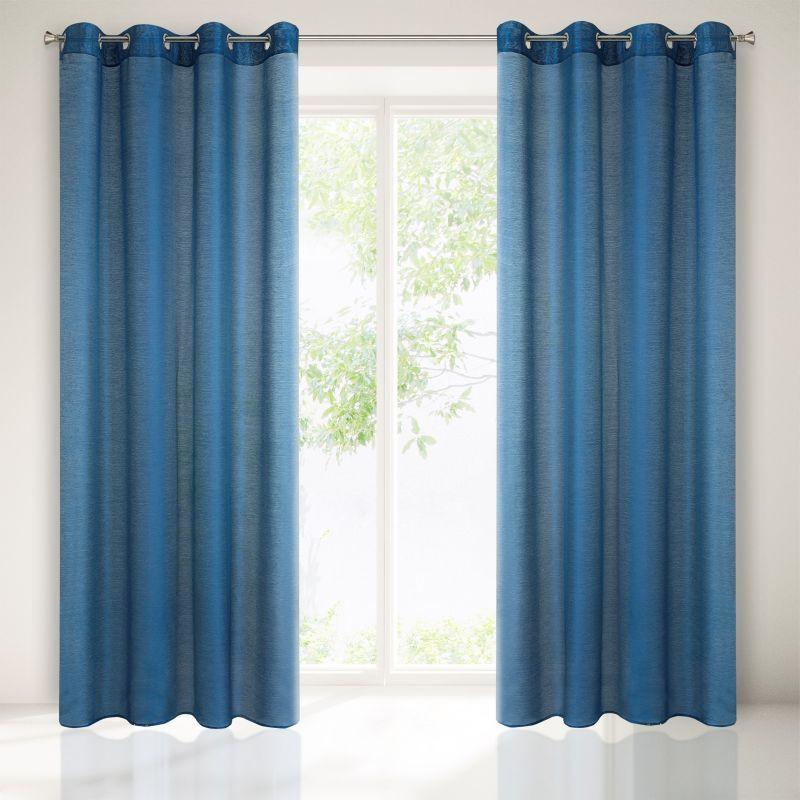 Krásná interiérová záclona v modré barvě