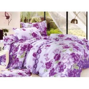 Bílé povlečení na postele se vzorem fialových květů