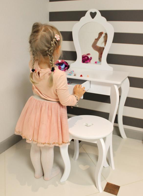 Moderní dětský toaletní stolek v bílé barvě