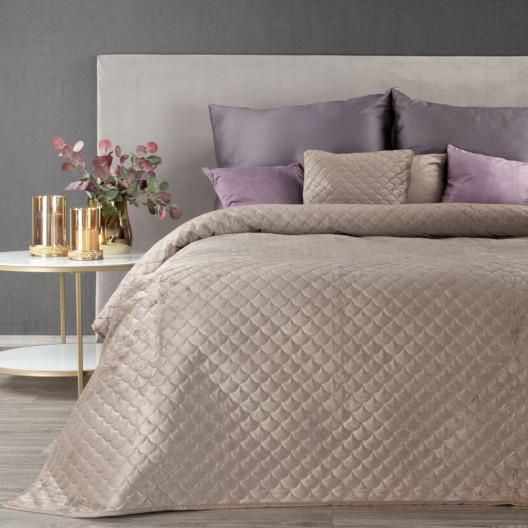 Béžový přehoz na postel s elegantním prošíváním