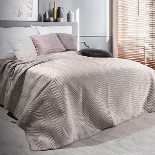 Hebký sametový přehoz na postel béžové barvy