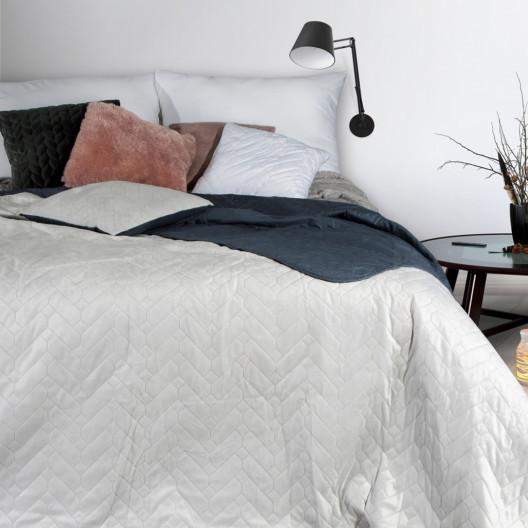 Dekorační přehoz na postel v oboustranném provedení