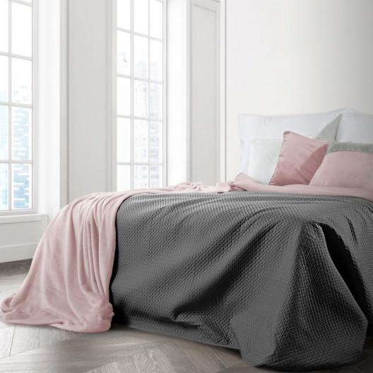 Šedo-růžový oboustranný prošívaný přehoz na postel