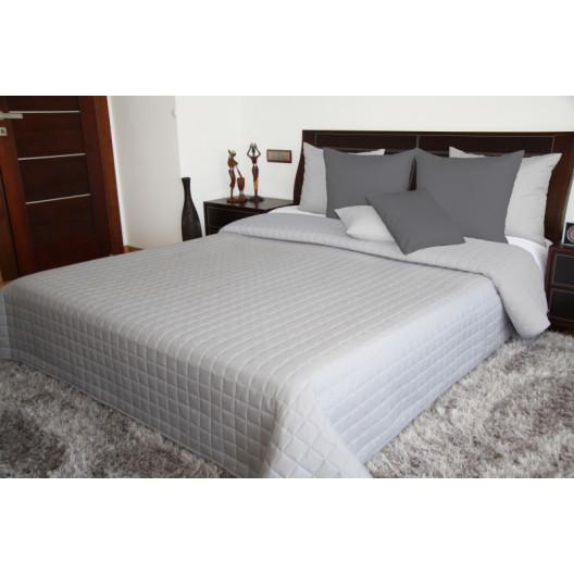 Oboustranný přehoz na postel v světle šedé barvě