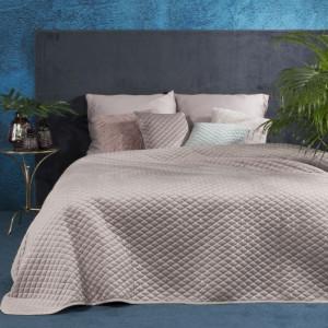 Exkluzivní velurový přehoz na postel s prošíváním