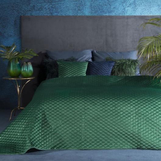 Zelený prošívaný přehoz na postel zdobený flitry