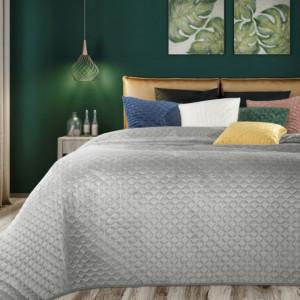 Originální sametový přehoz na postel stříbrné barvy