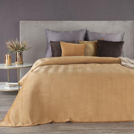 Hnědý sametový přehoz na postel s geometrickým prošíváním