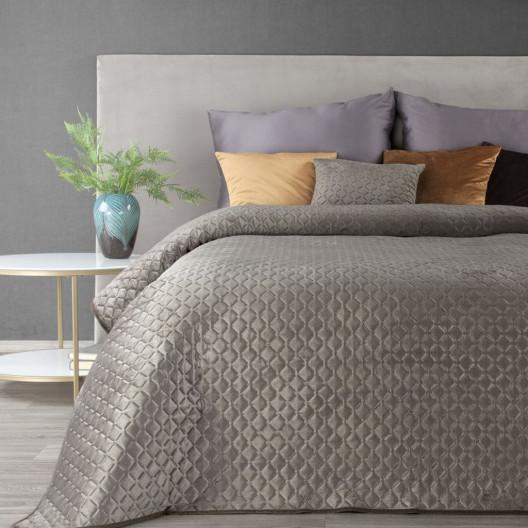 Elegantní sametový přehoz na postel béžové barvy