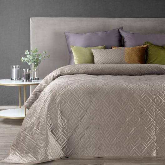 Jednobarevný prošívaný přehoz na postel v béžové barvě
