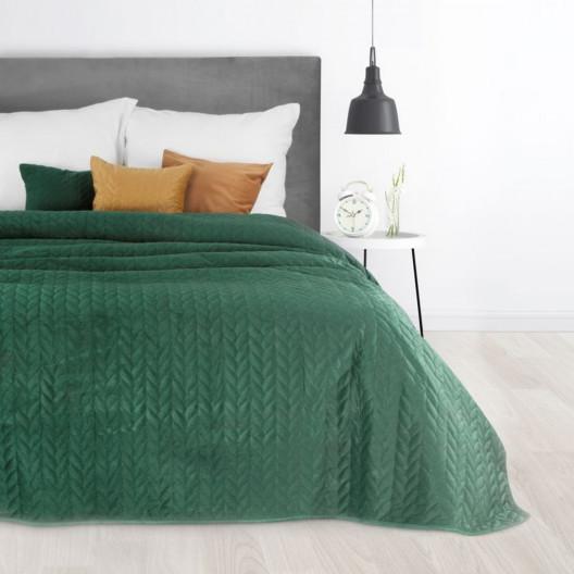Zelený velurový přehoz na postel s dekoračním prošíváním