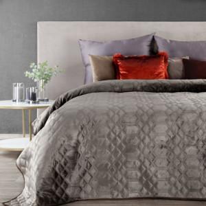 Béžový sametový přehoz na postel s dekoračním prošíváním