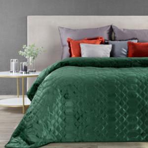 Prošívaný sametový přehoz na postel zelené barvy