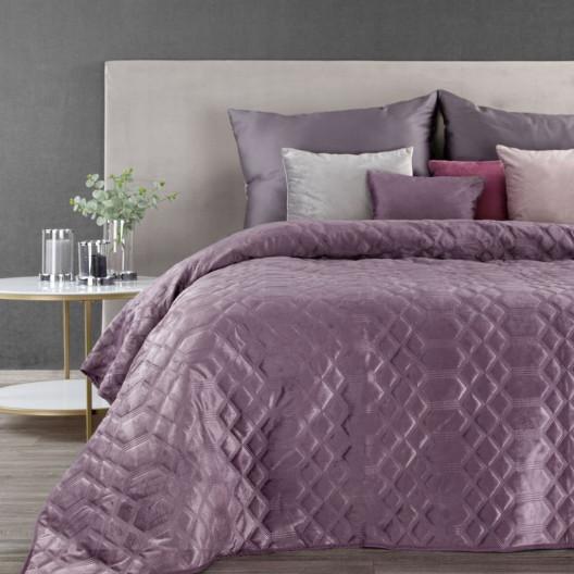 Fialový sametový přehoz na postel s ozdobným prošíváním