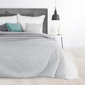 Šedý jednobarevný přehoz na postel s prošíváním
