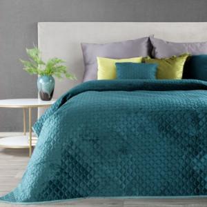 Vzorovaný jednobarevný přehoz na postel tyrkysové barvy