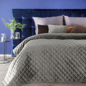 Béžový sametový přehoz na postel s prošíváním
