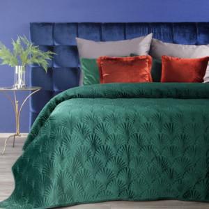 Zelený dekorační přehoz na manželskou postel s prošíváním