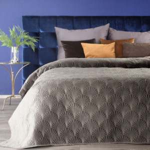 Prošívaný jednobarevný přehoz na postel tmavě béžové barvy