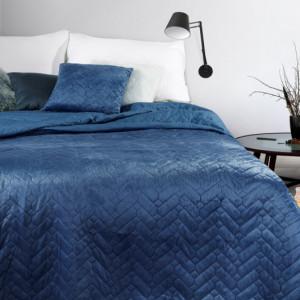 Oboustranný prošívaný přehoz na postel modré barvy