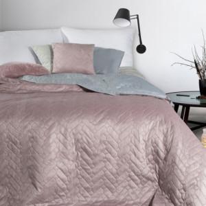 Kvalitní růžový oboustranný přehoz na manželskou postel