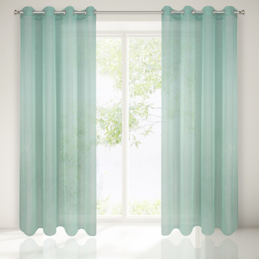 Krásné interiérové závěsy v zelené barvě