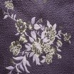 Oboustranný přehoz krémové barvy s motivem fialových kytic