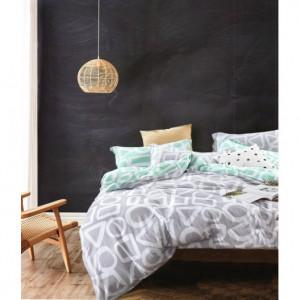 Oboustranné světle šedé ložní oblečení s bílými geometrickými tvary