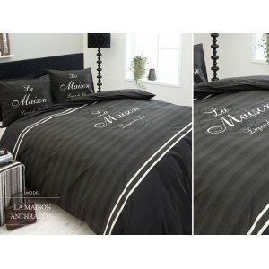 Luxusní ložní povlečení černé barvy s pruhy