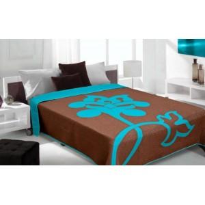 Moderní a luxusní oboustranný přehoz na postel hnědý s modrým květem