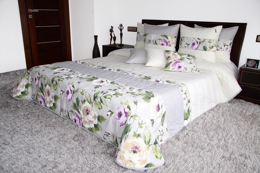 Šedě krémový přehoz na postel s růžemi