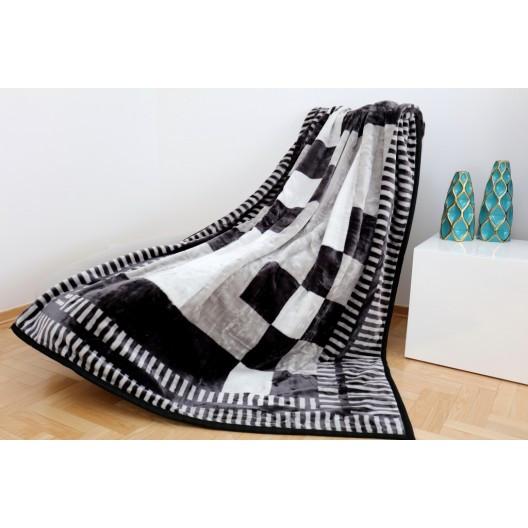 Šedá teplá deka s kostkovaným vzorem