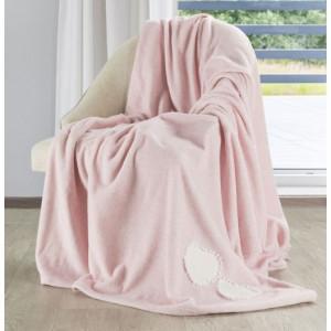 Krásné pohodlné deky v růžové barvě s bílým srdíčkem na boku