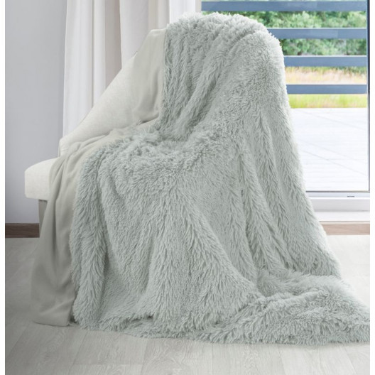 Světlešedá chlupatá deka