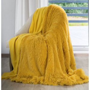 Žlutá chlupatá deka