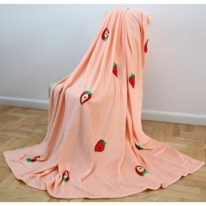 Lososová deka s motivem jahůdek