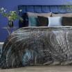 Dekorativní deka v odstínech šedé barvy
