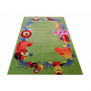 Zelený koberec se zvířátky do dětského pokoje