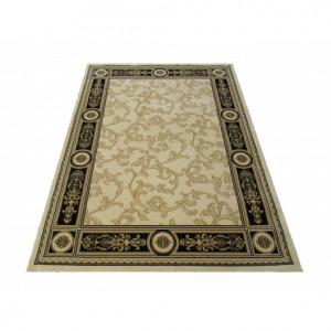 Béžový koberec s ornamentem