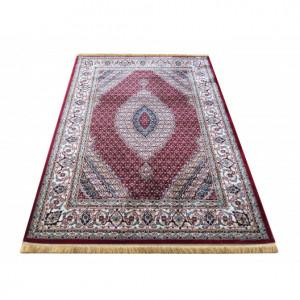 Orientální koberec červené barvy