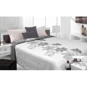 Moderní a luxusní oboustranný přehoz na postel bílý s šedými květy