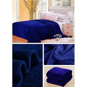 Luxusní deka v tmavě modré barvě